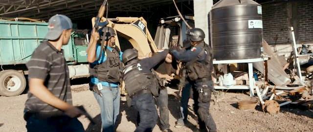 Michoacán, donde los pobladores han tomado las armas para enfrentar lo que el gobierno ha optado por ignorar: el crimen