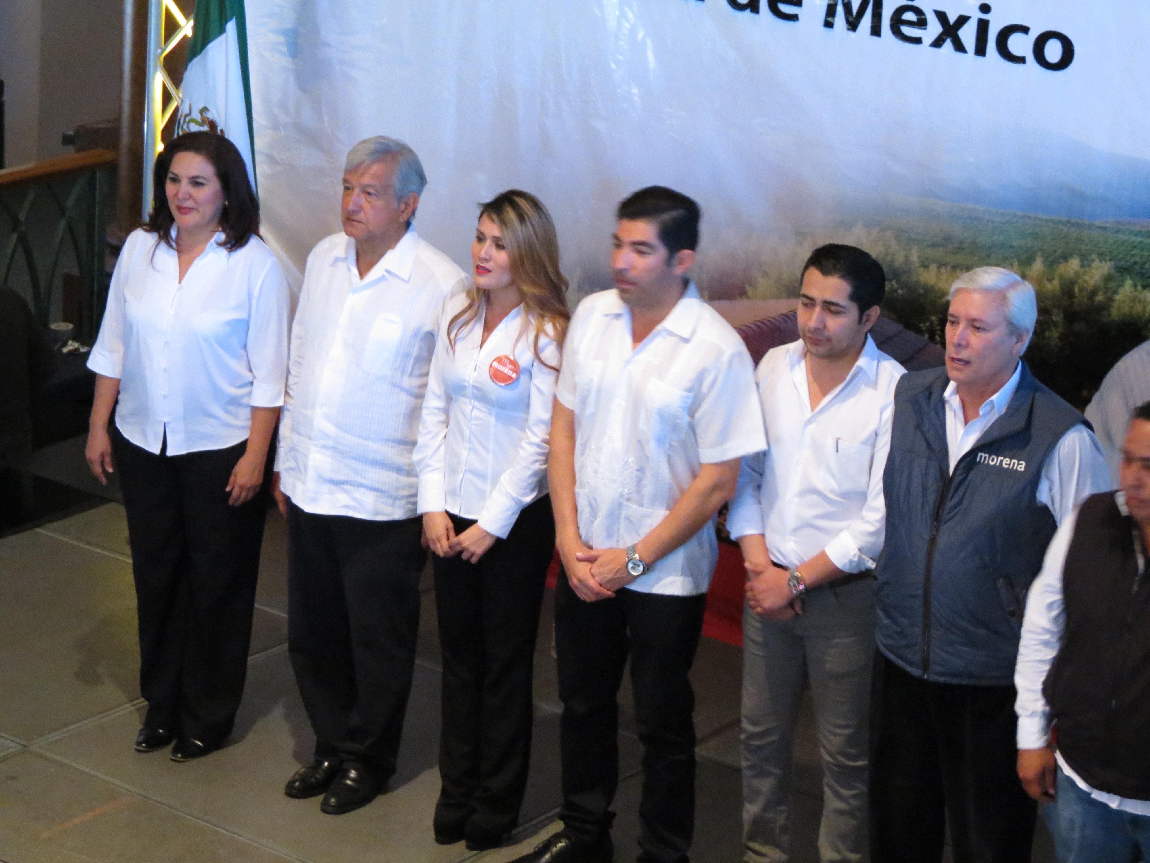 Los abanderados por López Obrador en Ensenada. Foto: Juan Carlos Domínguez