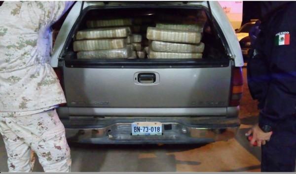 Marihuana oculta en vehículo