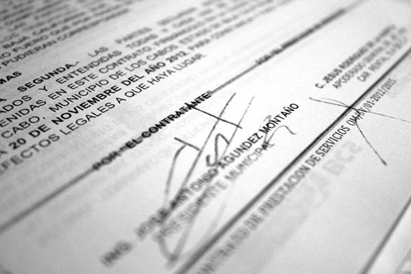 La firma del ex alcalde de Los Cabos, en la mayoría de las autorizaciones de recursos que fueron  desviados y detectados hasta este momento.