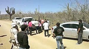 """Esta fotografía es parte de un video que circula en youtube y donde el encargado del despacho de la Policía Ministerial, Bibiano Rigoberto Burgoing García, liberó al jefe de sicarios de """"Los Pepillos"""", Edgar Amilcar Acosta Reyes """"El Rayo"""", cuando fue detenido en una brecha en La Paz. ¿Que es lo que quieres? ¿Que es lo que quieres hijo de la chingada? y ¡tú hijo de la verga vete a chingar tu madre de aquí!, le grita a un agente de investigaciones, cuando era Comandante de Homicidios."""