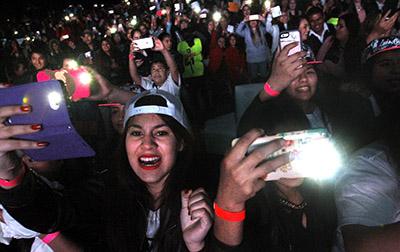 Más de tres mil personas corearon sus canciones
