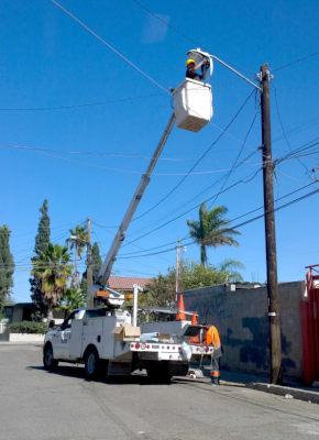 Municipio repara luminarias en colonias