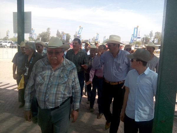 Fotos: Cristian Torres/ Entre empujones ingresaron a la AgroBaja