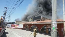 Muere bombero al sofocar incendio, en Mexicali