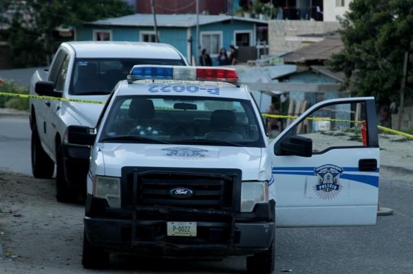 Cuatro impactos de bala en la unidad policiaca