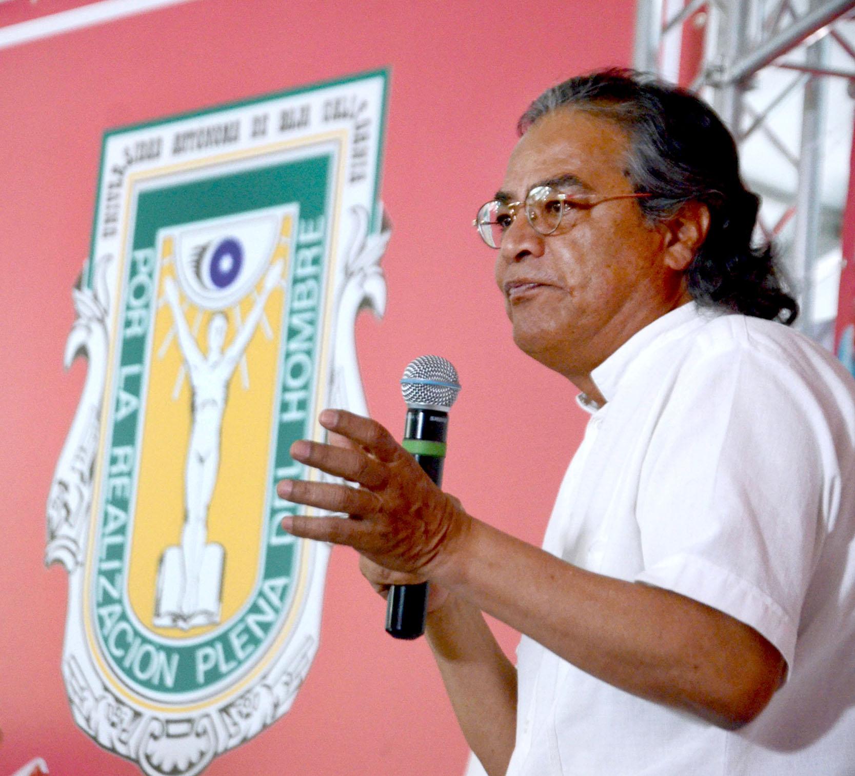pedro valtierra en la fil de la uabc en mexicali