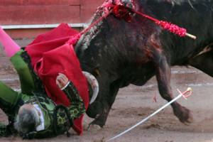 """Foto: Toamda de Internet/El """"Brujo de Apizaco"""" ofrecía una actuación en la plaza de toros de Ciudad Lerdo en Durango."""