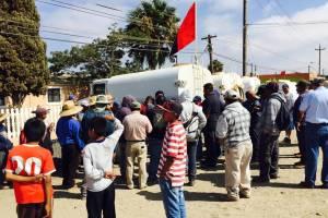 """Fotos: cortesía/ Con pancartas y consignas como """"Driscol's no quiere trabajadores, busca esclavos""""."""
