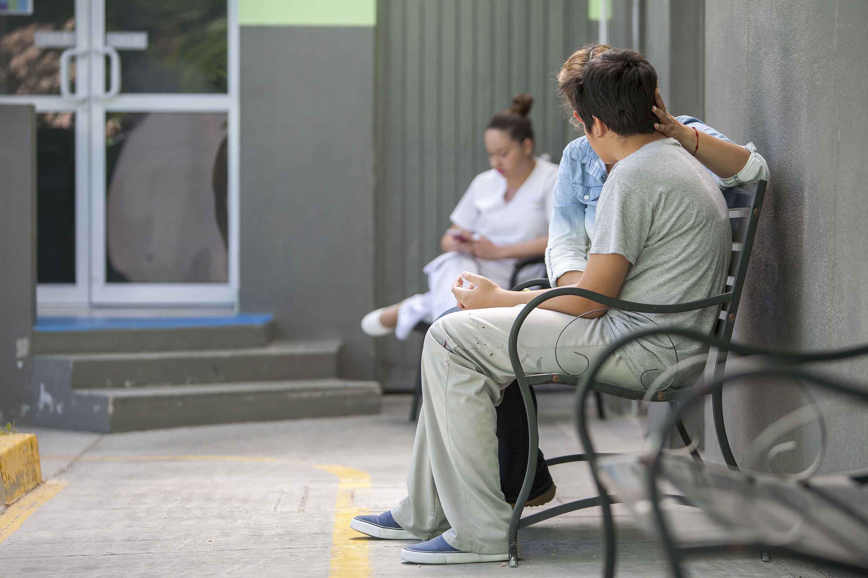 Pacientes se quejan de falta de atención, de espacios y medicamenteos