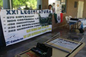 Manifestantes de la célula 686, se manifiestan afuera del Congreso local. FOTO: Sergio Haro