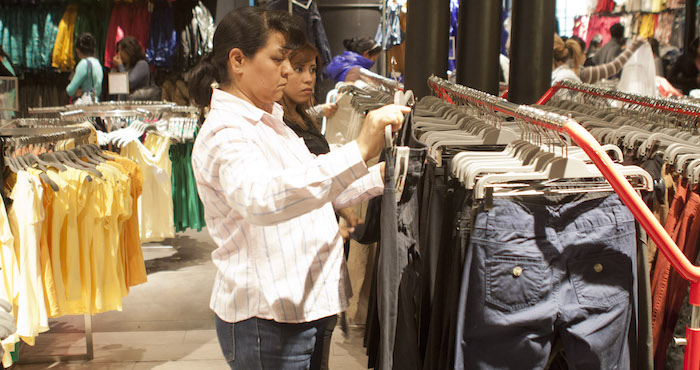 Liga confianza del consumidor tres bajas