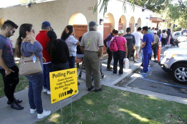Hasta una hora de fila para votar en algunas casillas de San Ysidro