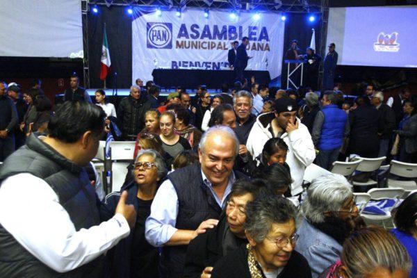 El ex gobernador José Guadalupe Osuna Millán, entre los asistentes a la Asamblea.