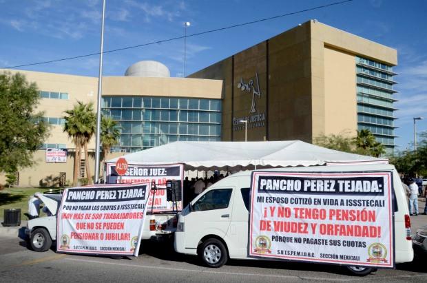Más de 100 sindicalizados se toman otro día
