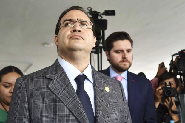 Hasta 15 millones de pesos de recompensa a quién de información por Javier Duarte de Ochoa, gobernador con licencia de Veracruz, quién esta semana pretendia regresar al gobierno del estrado