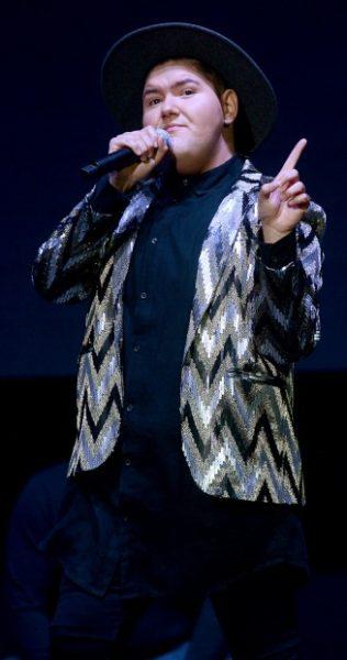 El tijuanense abrió el concierto de Yuri