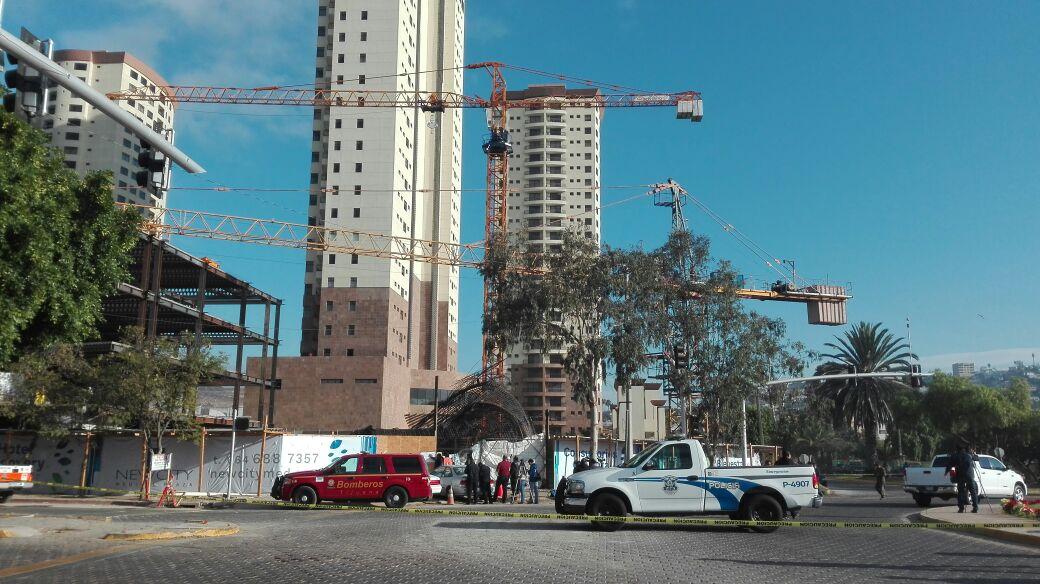 Colapsa estructura en Tijuana, hay tres heridos