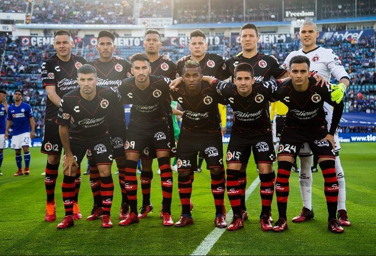 Gullit llega a la Ciudad de México para firmar con Cruz Azul