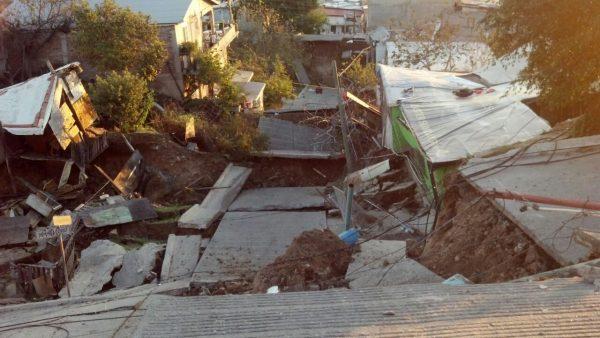 Colapsan casas en Lomas del Rubí