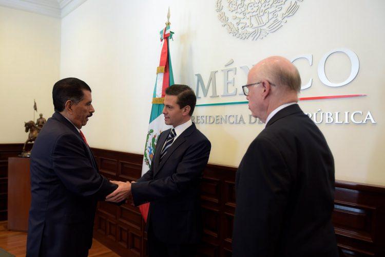 Peña se reúne con presidente de General Electric