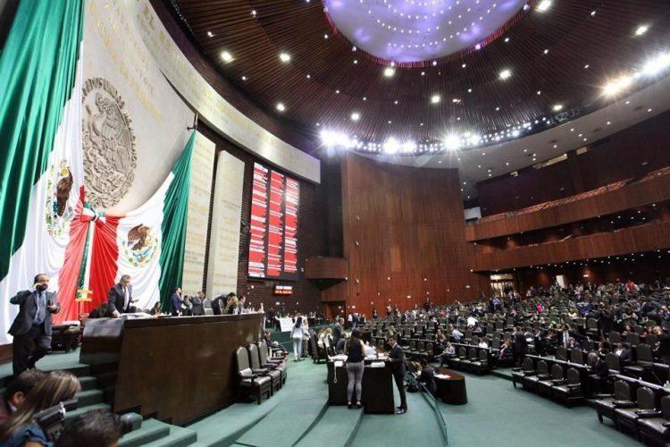 Diputados aprueban dictamen de publicidad oficial; opositores califican como #LeyChayote