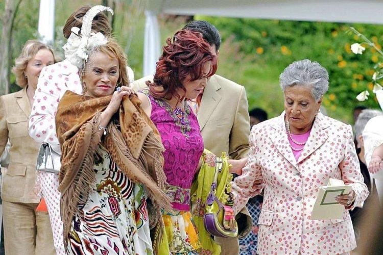 Resultado de imagen para Maestra Elba Esther y Rigoberta Menchú