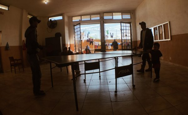 Inmigrantes dentro del albergue Nazareth, en Nuevo Laredo, antes de la llegada del coronavirus. Foto: Daniel Méndez.