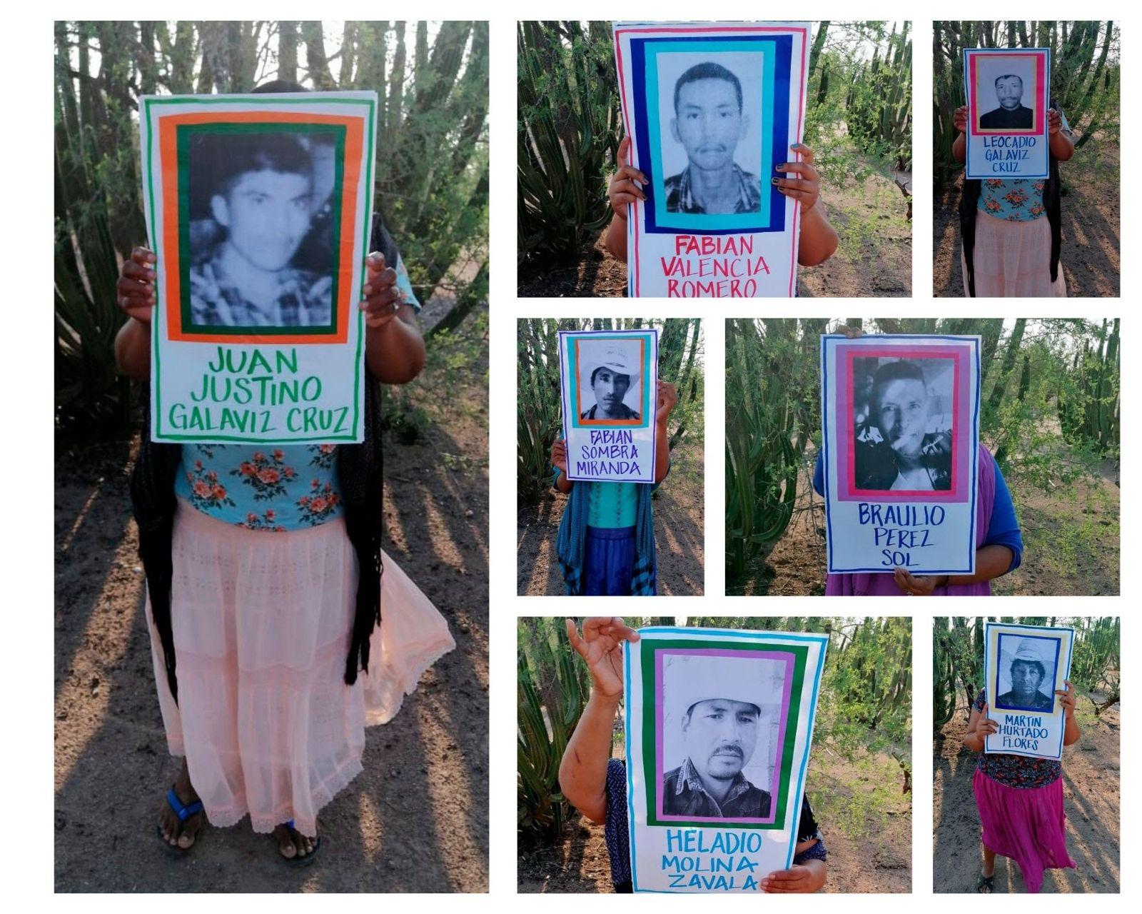 Las familiares de los yaquis muestran las fotos de sus esposos, padres, hijos y hermanos impresos en hojas a blanco y negro. Cortesía: Tribu Yaqui